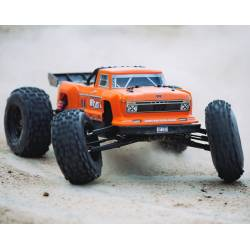 Arrma Automodello Outcast Stunt Truck 1/8 4WD 6S BLX Brushless RTR Orange (art. ARA106042T2)