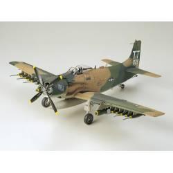 Tamiya Douglas A-1J Skyraider USAF scala 1/48 kit di montaggio (art. TA61073)