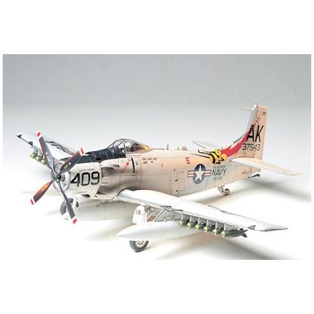 Tamiya Douglas Skyraider AD-6 (A-1H) Kit (art. 61058)